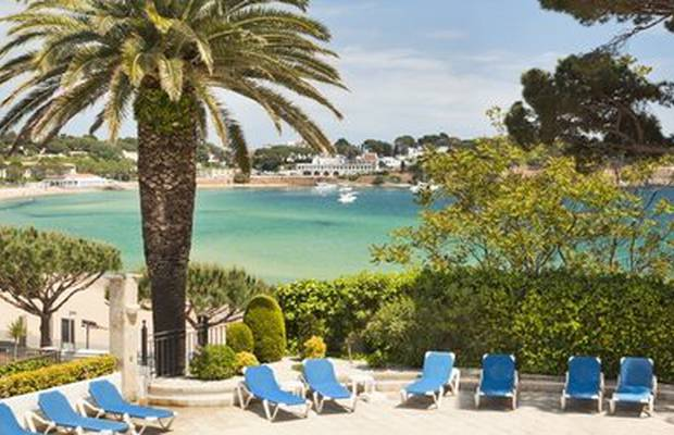 Book early and save 10% when you book at least seven days in advance. Enjoy an autumn break. Sign up to our getaway club and get additional discounts throughout the season. Hotel ILUNION Caleta Park Girona