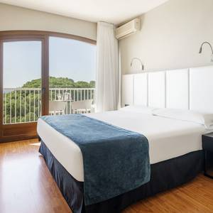 Double room with sea views hotel ilunion caleta park s'agaró