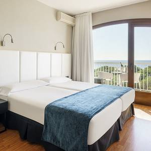 Double room with sea views upstairs hotel ilunion caleta park s'agaró